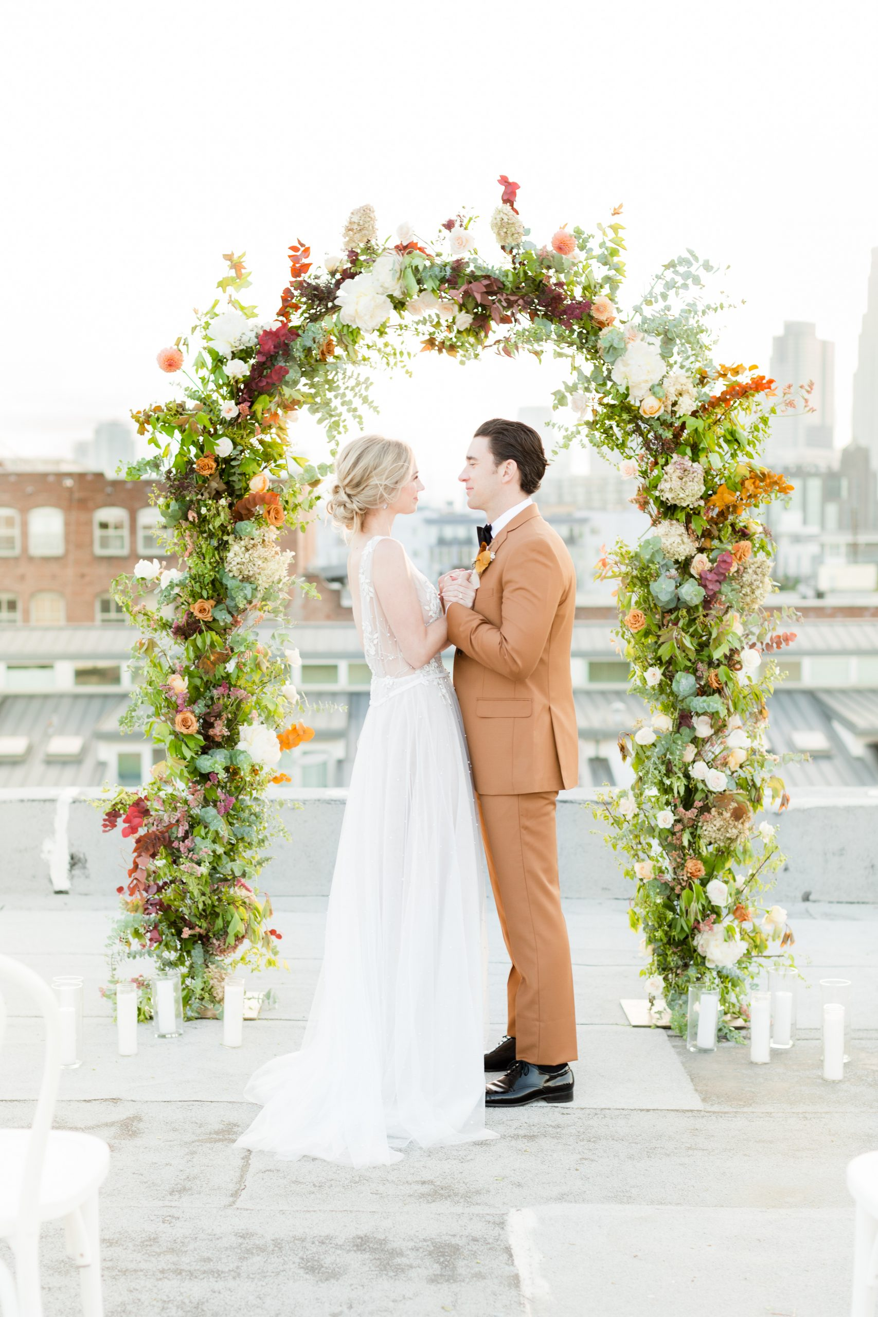 Bride & Groom in front of wedding arch on a rooftop in DTLA